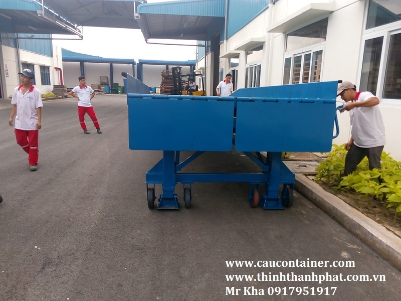 Cầu đóng rút container - Container loading ramp