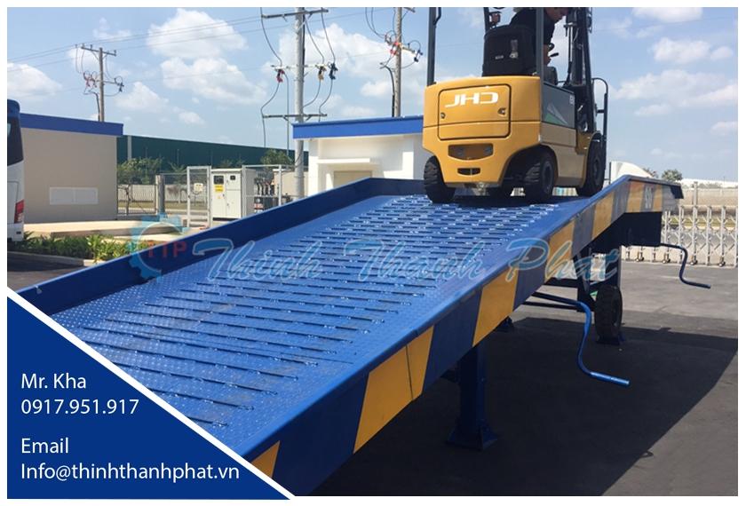 Cầu xe nâng - cầu lên container