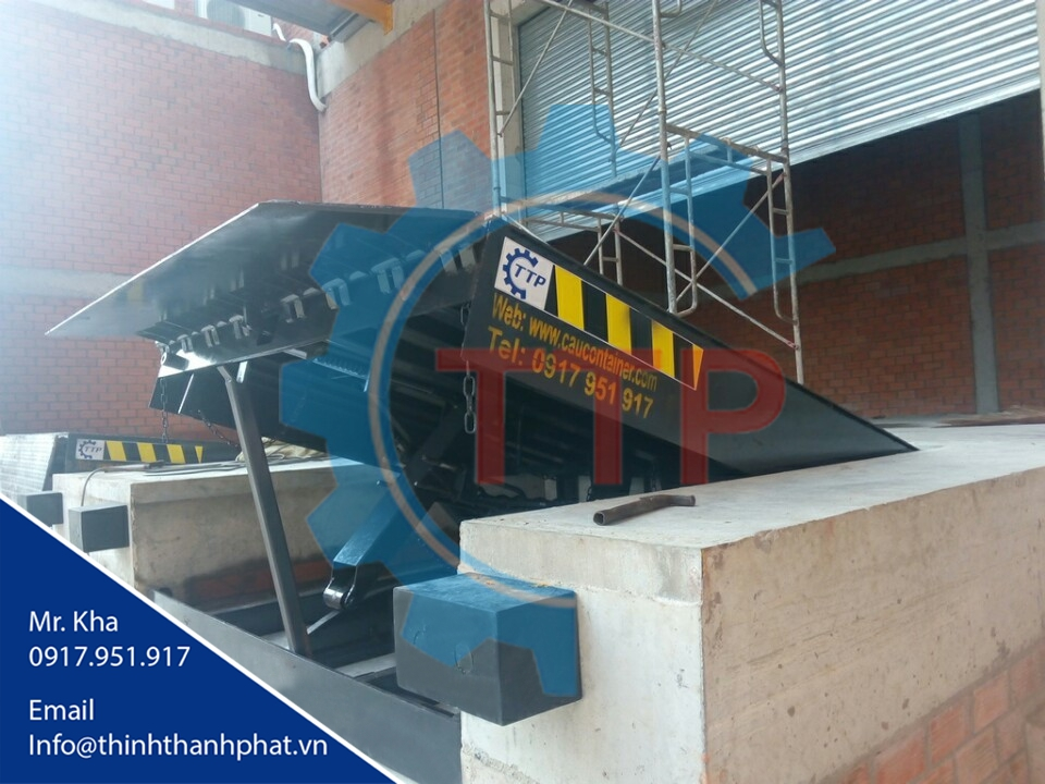 Dock leveler cơ khí (Mechanical dock leveler)