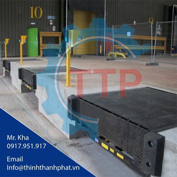 Dock leveler thủy lực (Hydraulic dock leveler)