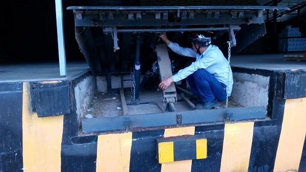 Sàn nâng cơ khí - Dock leveler