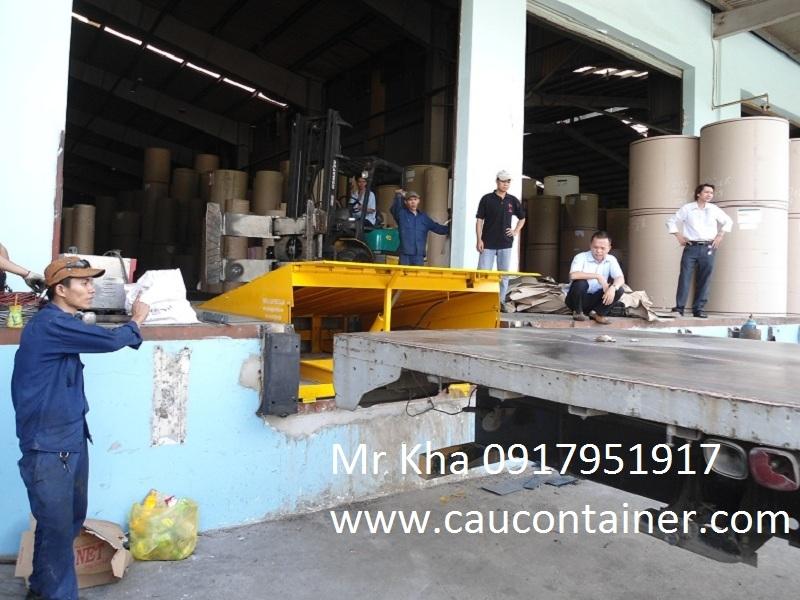 Sàn nâng thủy lực cho xe nâng lên container