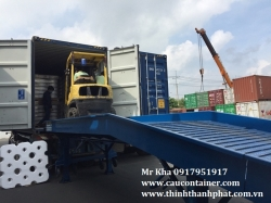Cầu cho xe nâng lên container