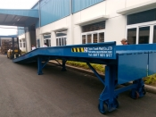 Cầu dẫn lên container (Container loading ramp)